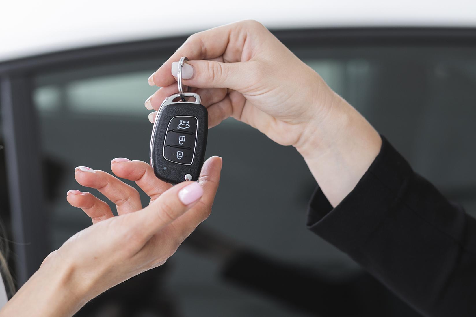 債務整理をする前に車や家の名義を変えたらどうなる?